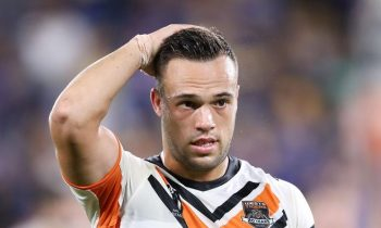 Maguire balancea el hacha cuando la estrella de los Tigres, Brooks, paga el precio de los NUEVOS aparejos que faltan
